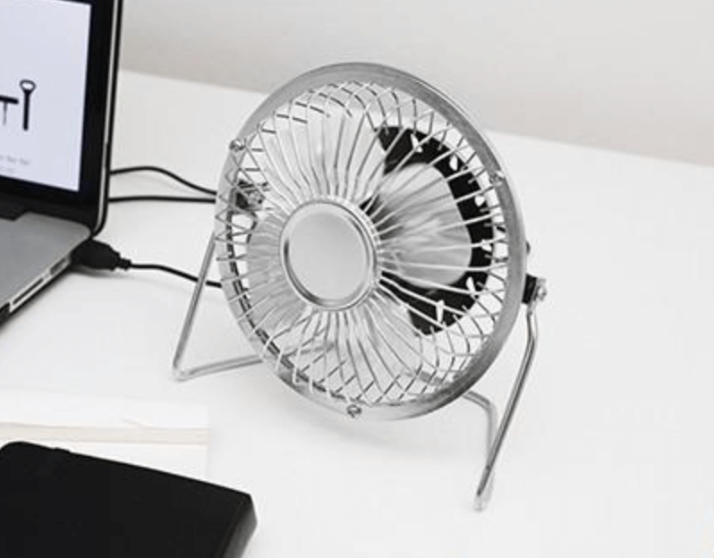 USB desk fan What parts do USB fans have? Generally, you'd have a base, a motor with a hub, blades, a protective cage or a grill, and a USB port. A hub is what connects the motor to the blades, like a bridge. Also, there could be one set of blades or two. Typically, you would need two sets of blades if you are transforming the air somehow. This could mean that there is a cooling system, a humidifier system, or an ionization system. If you aren't planning to change the air, then one simple set of blades is sufficient. Besides the base, some USB fans also have handles and hooks.